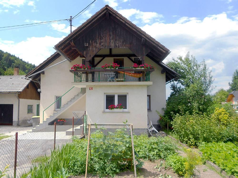 За дом в пригороде Любляны мы платим 400€ в месяц