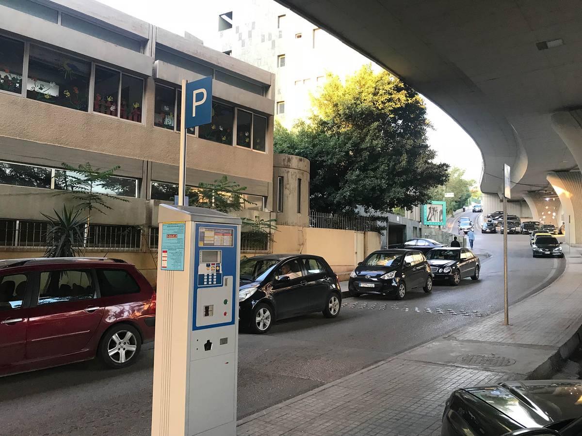 В таком паркомате надо оплатить парковку, а чек положить под стекло