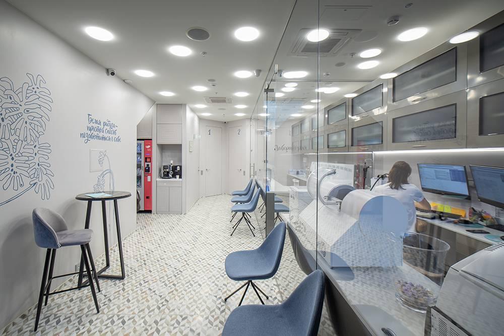 Я не хотел, чтобы моя клиника была похожа на больницу. Поэтому вместо запахов лекарств у нас ароматы от парфюмерной компании. Это снижает тревогу клиентов