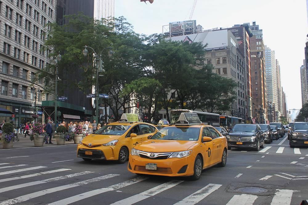 На такси я ездила редко: это дорого и нужно оставлять чаевые. Если не было общественного транспорта, вызывала «Убер». По американским меркам это недорого, но с нынешним курсом рубля — разорительно