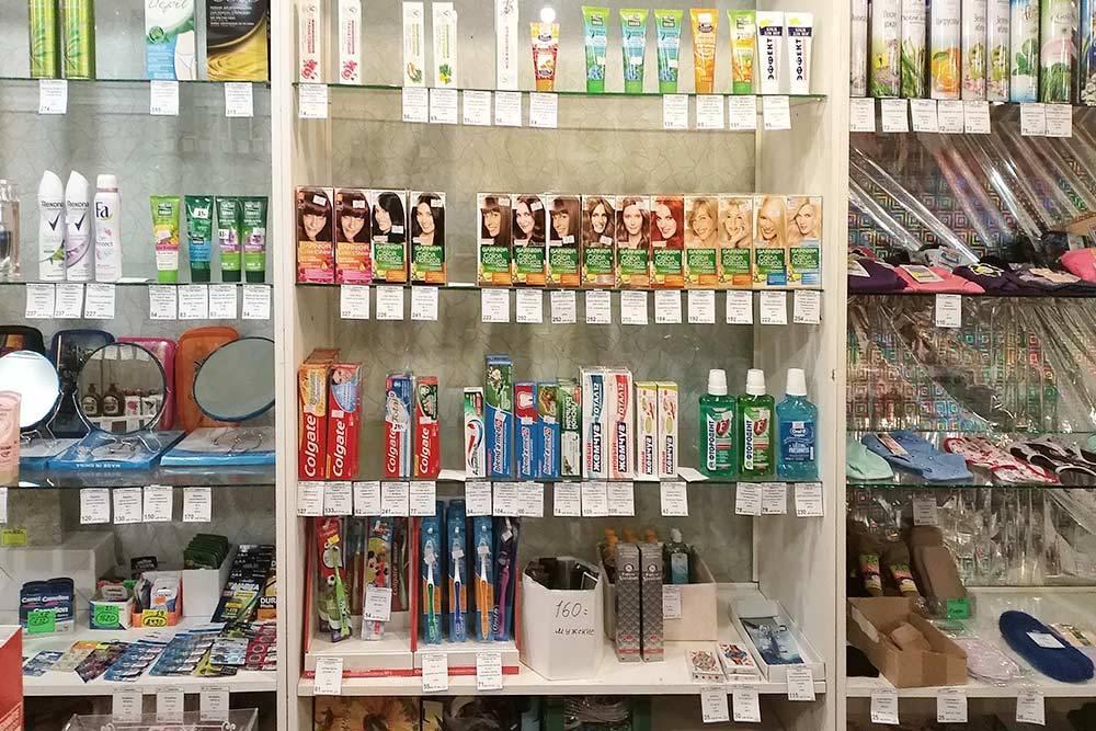 В специализированном хозяйственном магазине в соседнем поселке есть вообще все, даже краска для волос базовых цветов и 13 видов зубной пасты