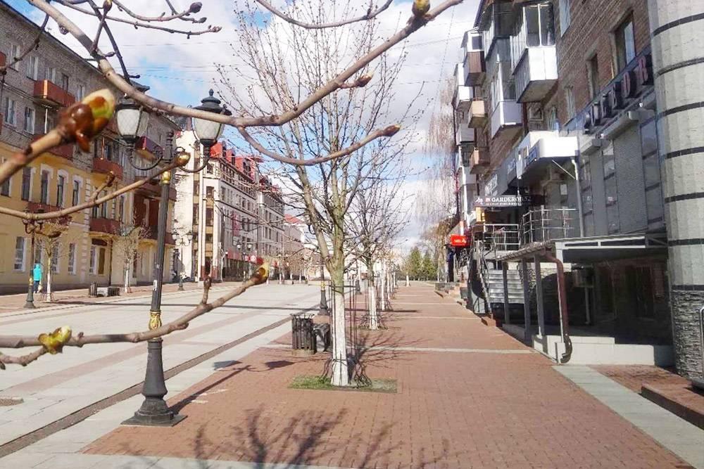 Несколько лет назад власти сделали одну из центральных улиц пешеходной — теперь это местный Арбат