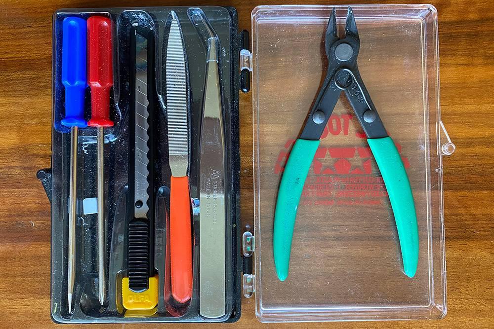 Наш набор инструментов, мы заказали его в интернет-магазине за 1880<span class=ruble>Р</span>. На сайте hobbyplus.ru он стоит немного дешевле