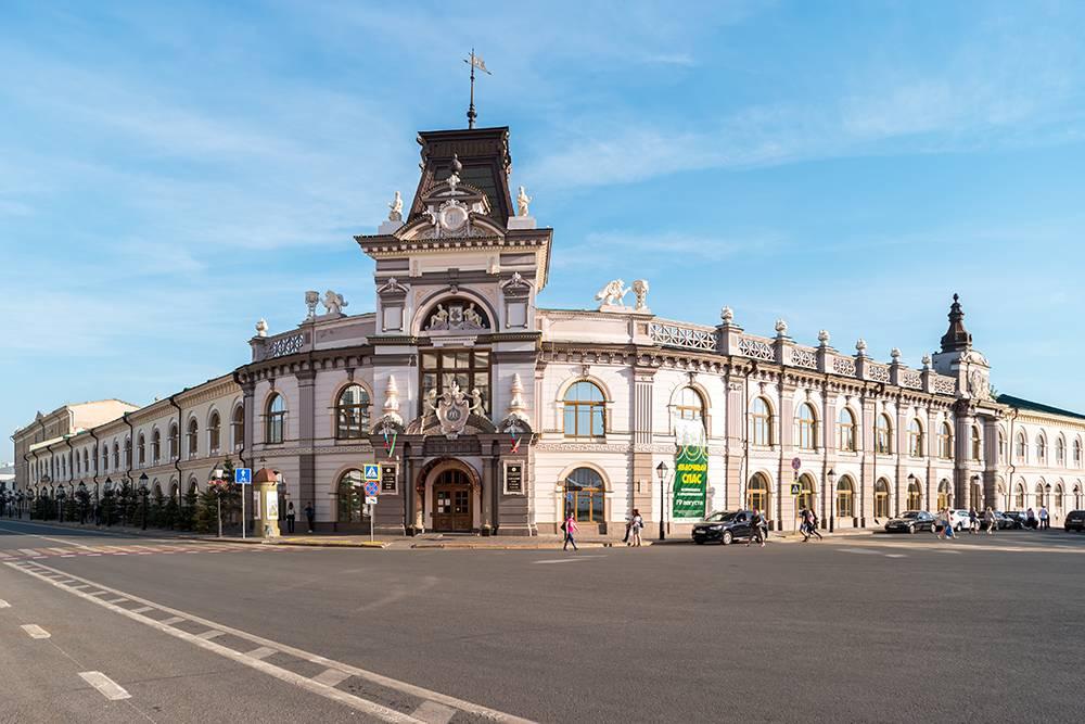 Напротив Национального музея Республики Татарстан расположен Кремль