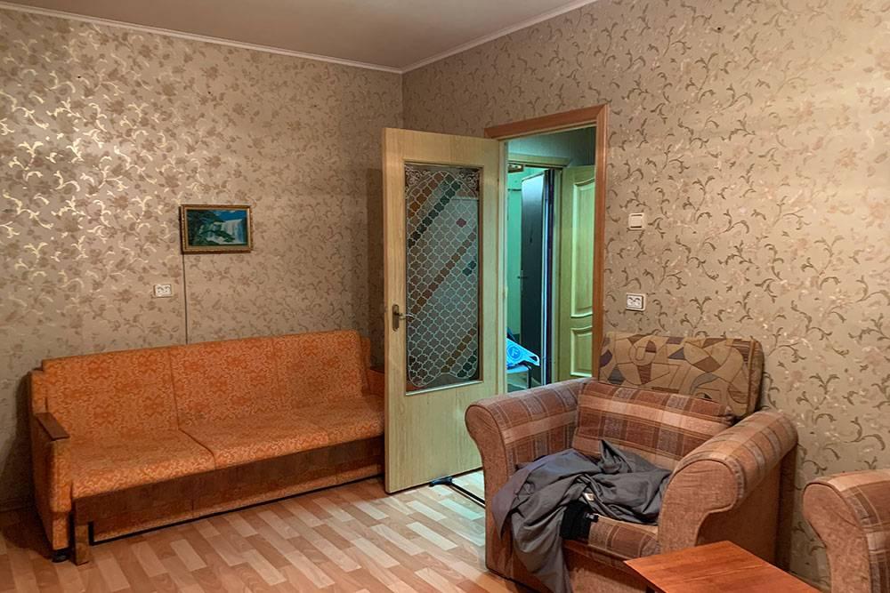 Так выглядело жилье до ремонта — это спальня