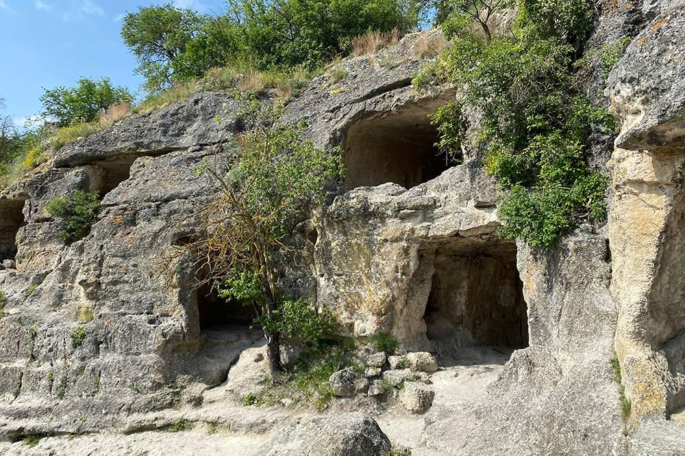 Обитатели древнего города жили в многоярусных пещерах