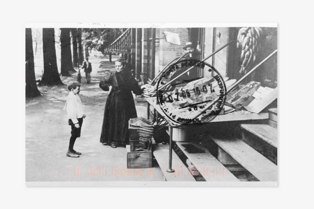 Это первая карточка, которую я получила, — репринт ретрооткрытки 1910-х годов. Мне ее прислала девушка из Массачусетса