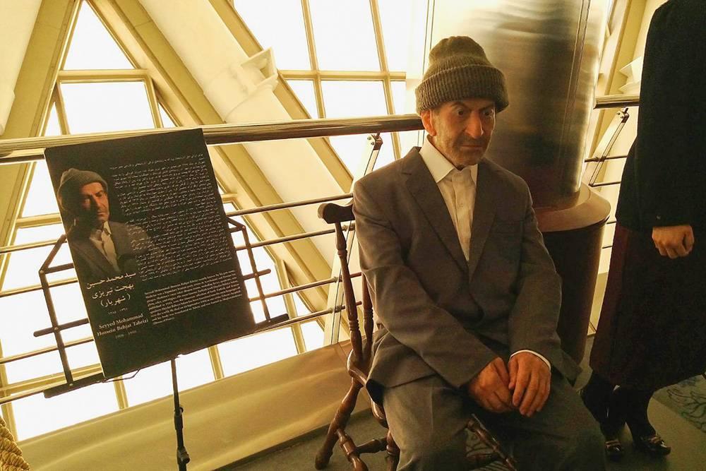 В башне расположен музей восковых фигур, посвященный великим иранцам. На фото — поэт Сейид Мухаммад Хусейн Тебризи, больше известный подлитературным псевдонимом Шахрияр