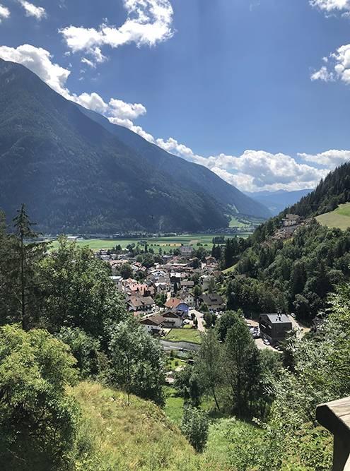 Вот такая красота в горах в июле