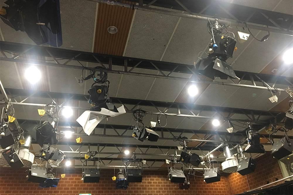 Часть занятий проходила в съемочной студии с профессиональным световым оборудованием