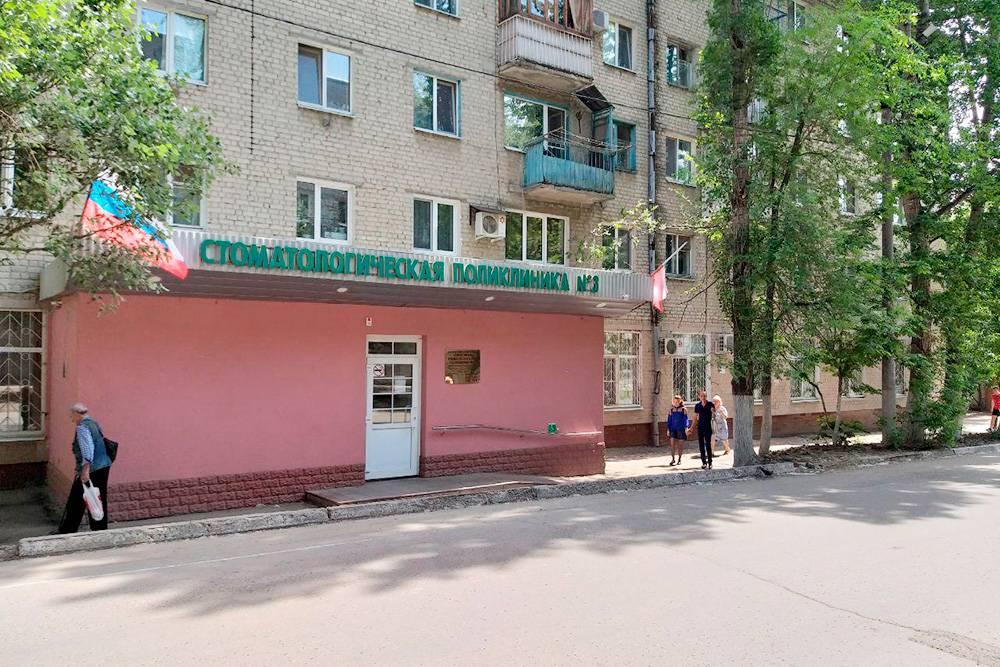 Платные отделения муниципальных поликлиник обычно находятся на первых этажах жилых домов