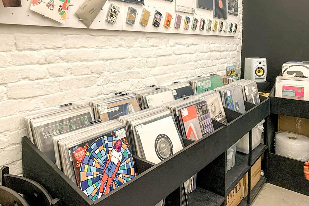 По словам сооснователя магазина, «Культура» открылась, потому что в городе не было одного места, где на виниле была бы собрана электронная и танцевальная музыка