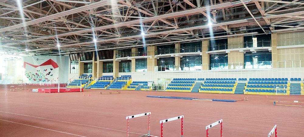 Тюменский легкоатлетический манеж. Восемь утра — лучшее время длязанятий