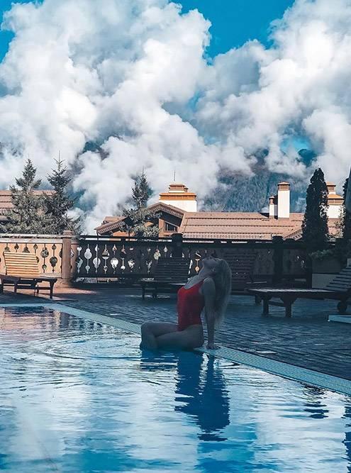 В конце сентября спа-зону отеля «Поляна 1389» планировали открыть и для остальных, но на момент публикации туда пускают только гостей отеля. Источник: gazprom_resort / Instagram
