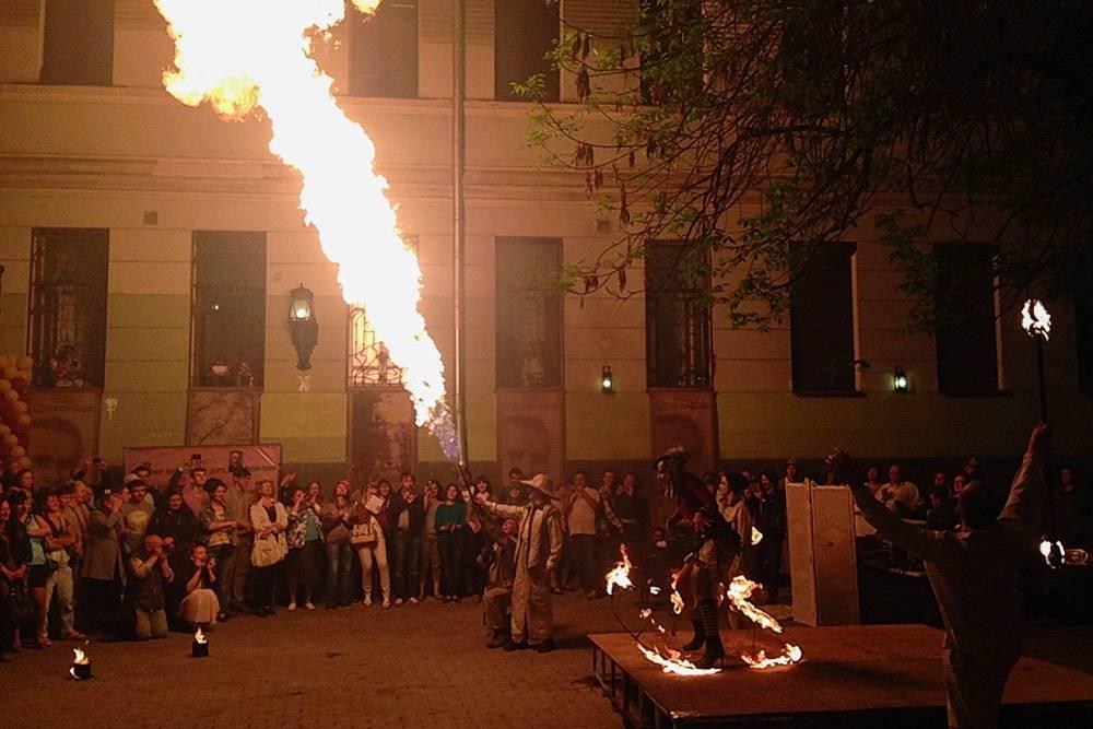 Такое огненное шоу однажды устроили в Музее Булгакова в честь дня рождения писателя