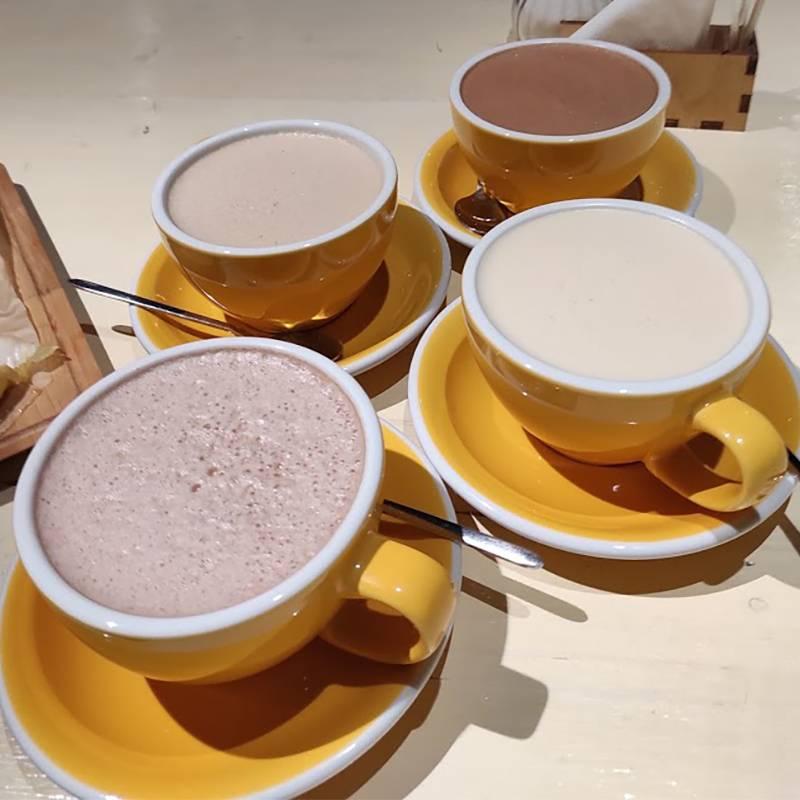 Два какао и два разных рафа