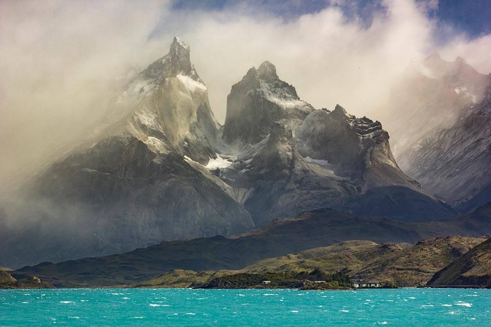 Патагония и живописные башни Торрес-дель-Пайне в одноименном национальном парке