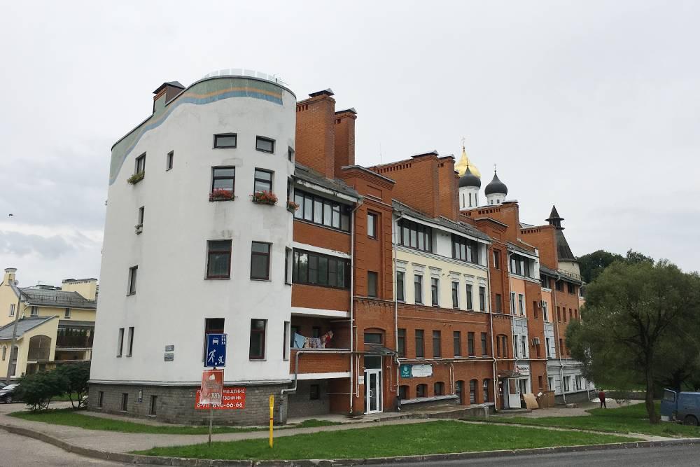Это новостройки с видом на кремль. Однушка здесь будет стоить больше 4млн рублей
