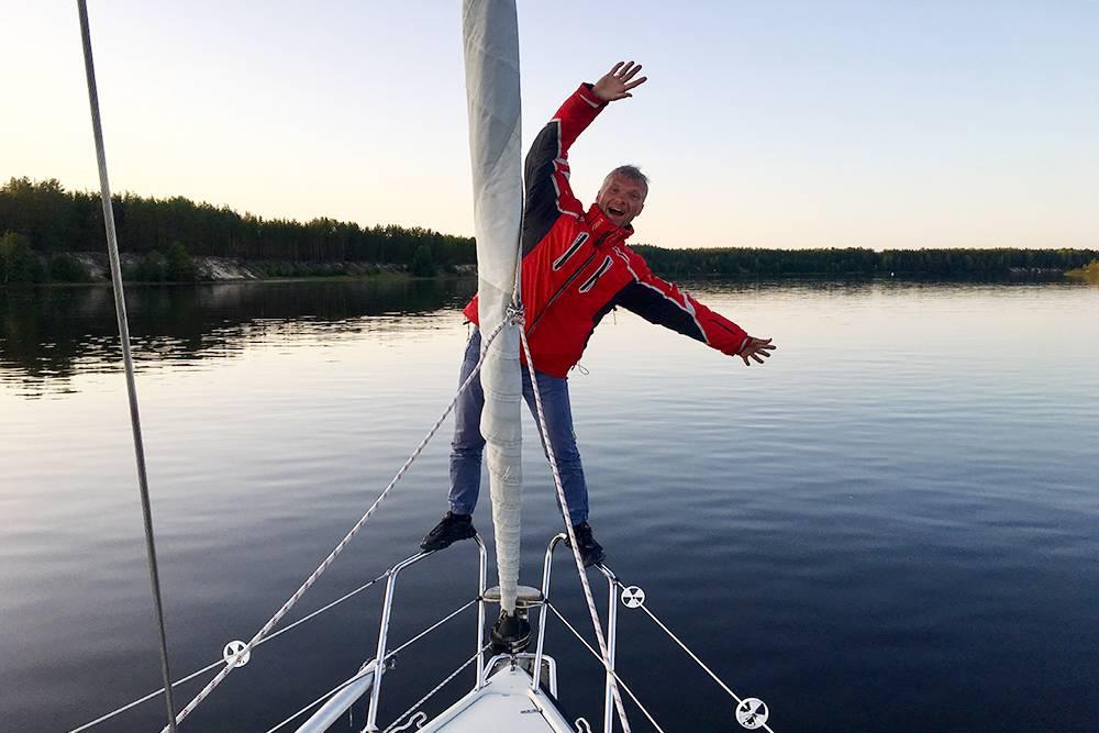 Я получил базовые знания о парусном спорте во время регат с друзьями, а научился управлять яхтой в 2018 году