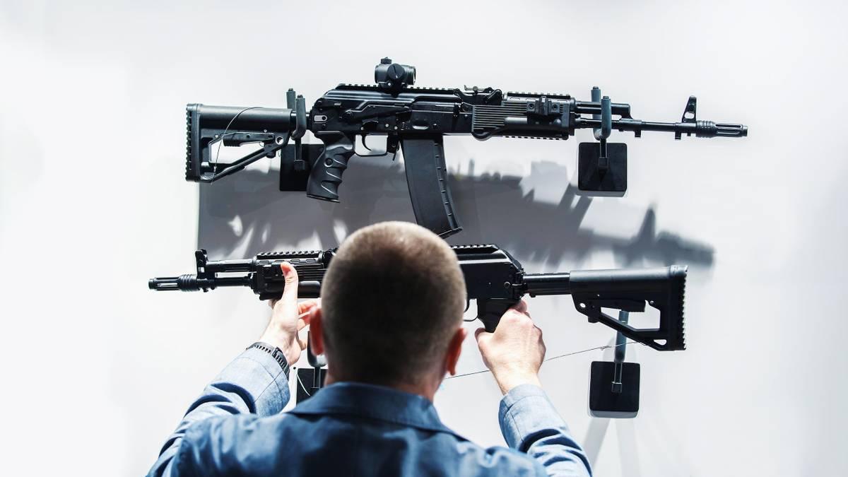 Как продлить разрешение на оружие