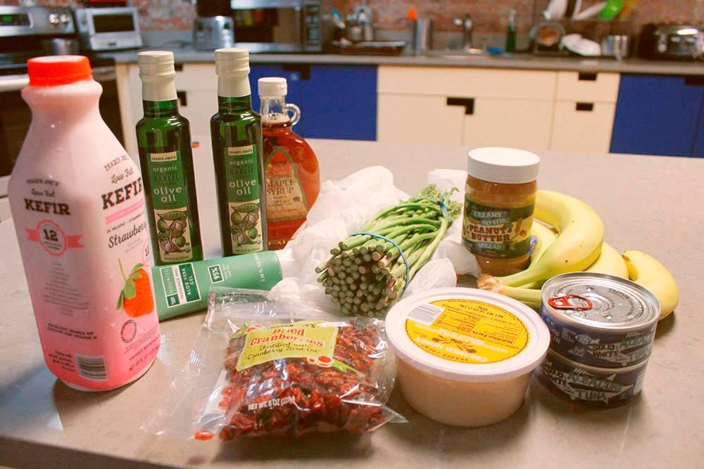 Мои покупки в супермаркете: кефир, сушеная клюква, спаржа, тунец и арахисовая паста