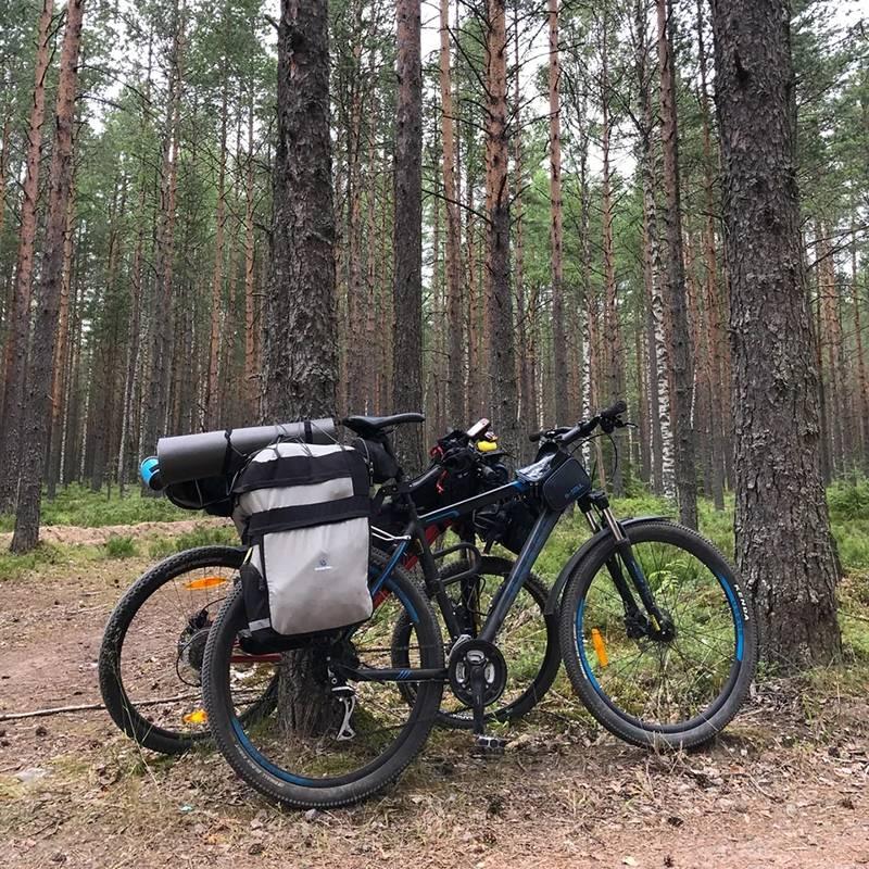 Мы с друзьями довольно часто выбирались в велопоходы на выходные, поэтому опыт небольших путешествий у меня был