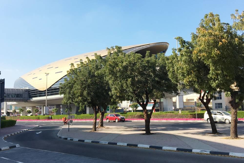 Обычная станция метро в Дубае