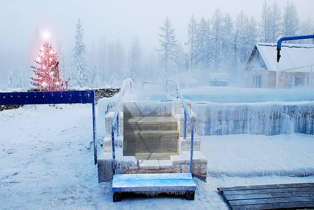 Так выглядит бассейн с минеральной водой в мороз. Источник: сайт базы отдыха «Нахот»