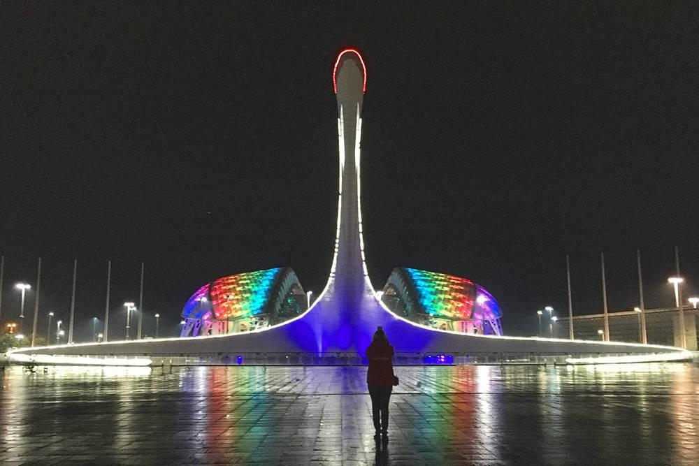Шоу фонтанов в Олимпийском парке сопровождается песнями Муслима Магомаева и Queen, а еще лезгинкой