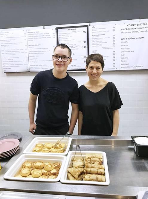 Слава вместе с Маргаритой в кафе Dizengof99