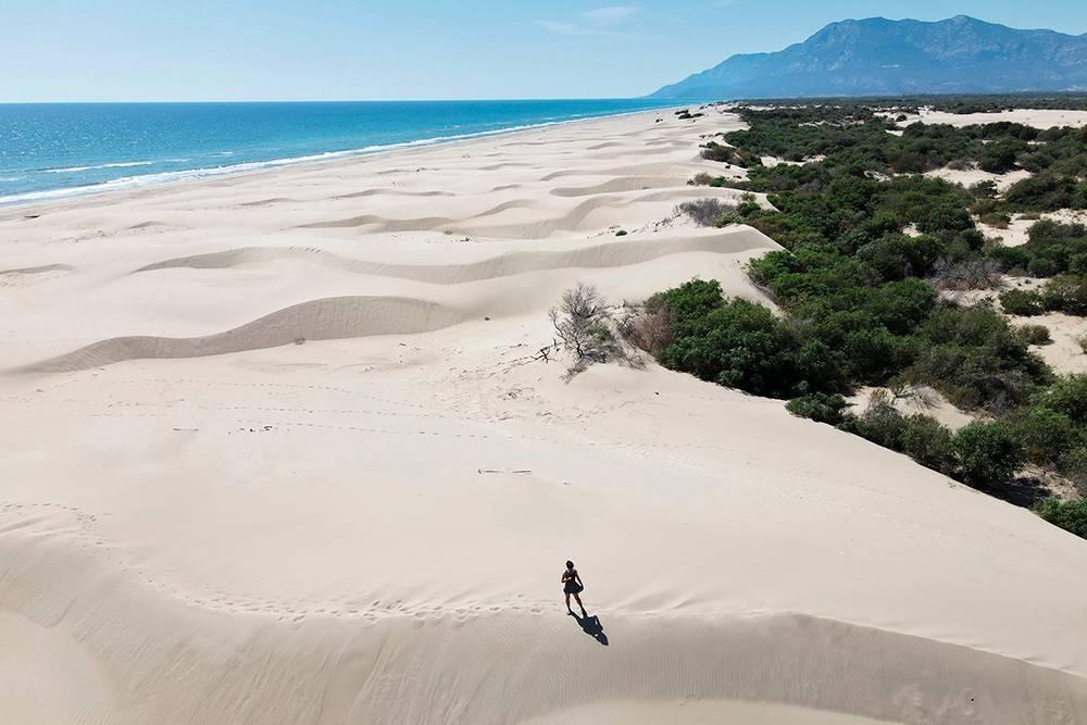 Дюны тянутся до горизонта