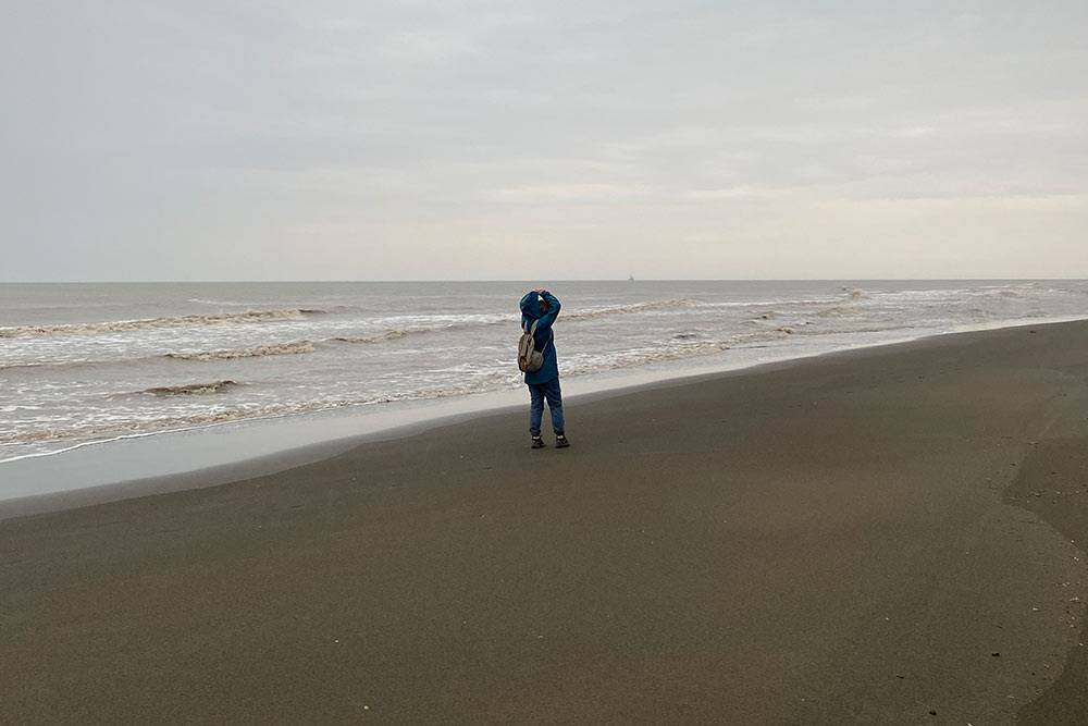 Черный пляж в плохую погоду