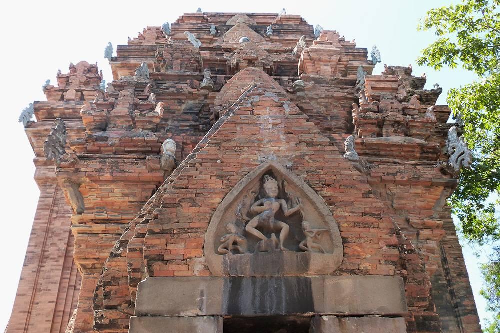Башни Понагар — культовое сооружение 7—12 веков исчезнувшего королевства Чампа