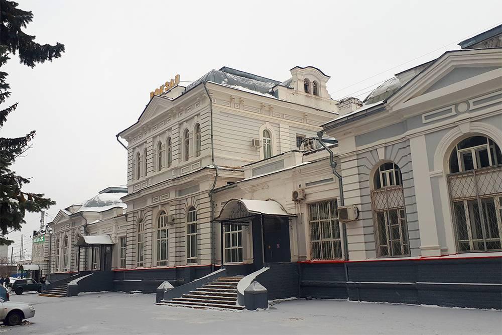 Здание железнодорожного вокзала Александрова построили в 1903году. Это памятник гражданской архитектуры в стиле модерн