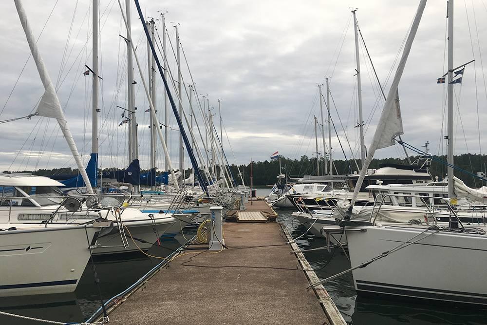 В Швеции яхты как велосипеды: там не нужно регистрировать судно до 12 метров длиной. Получать права для их управления тоже не требуется. Купил — и катайся. Выбор хороший, а цены невысокие