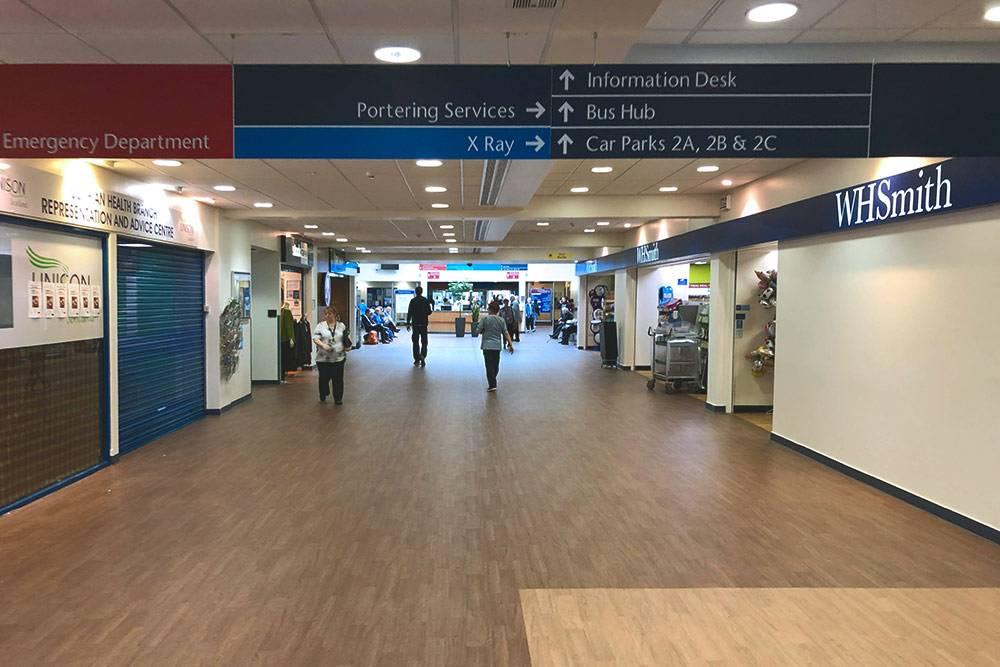 Внутри клиника иногда напоминает крупный торгово-развлекательный центр