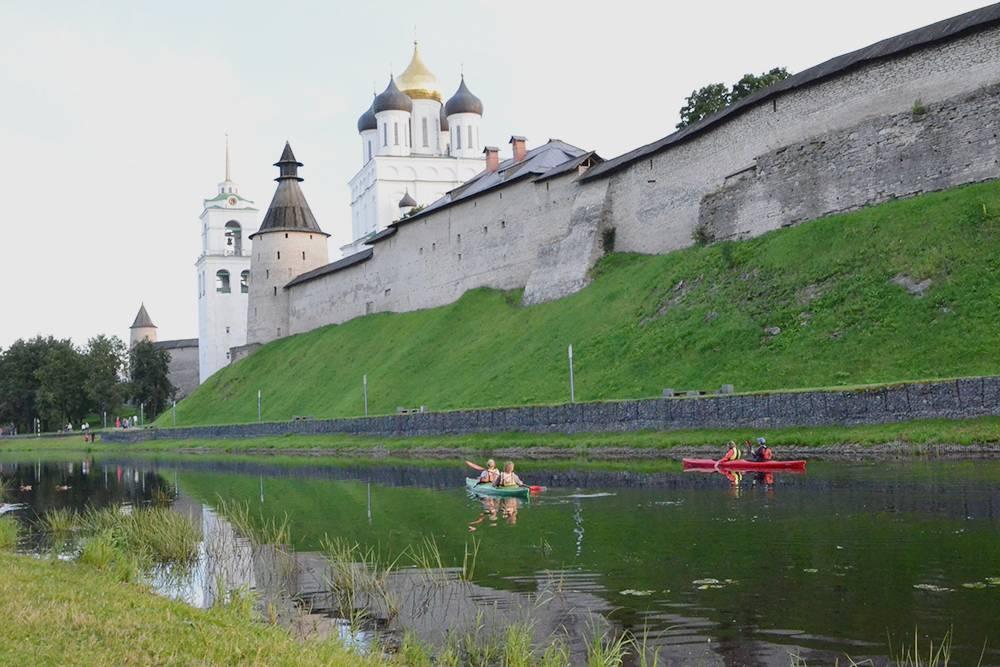 На каяках можно увидеть кремль игород своды