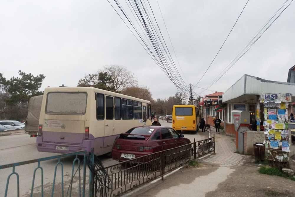 Остановка общественного транспорта в Бахчисарае