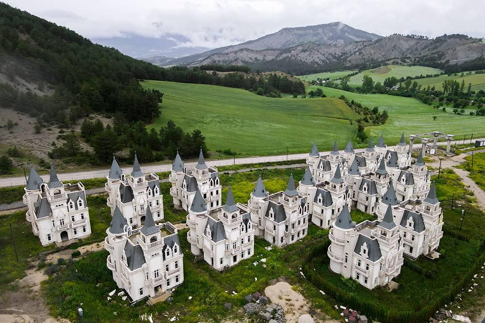 Критики проекта уверяли, что богатые люди не захотят жить в однотипных коттеджах
