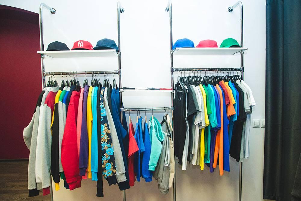 В шоуруме клиент может забрать свой заказ или посмотреть образцы другой одежды