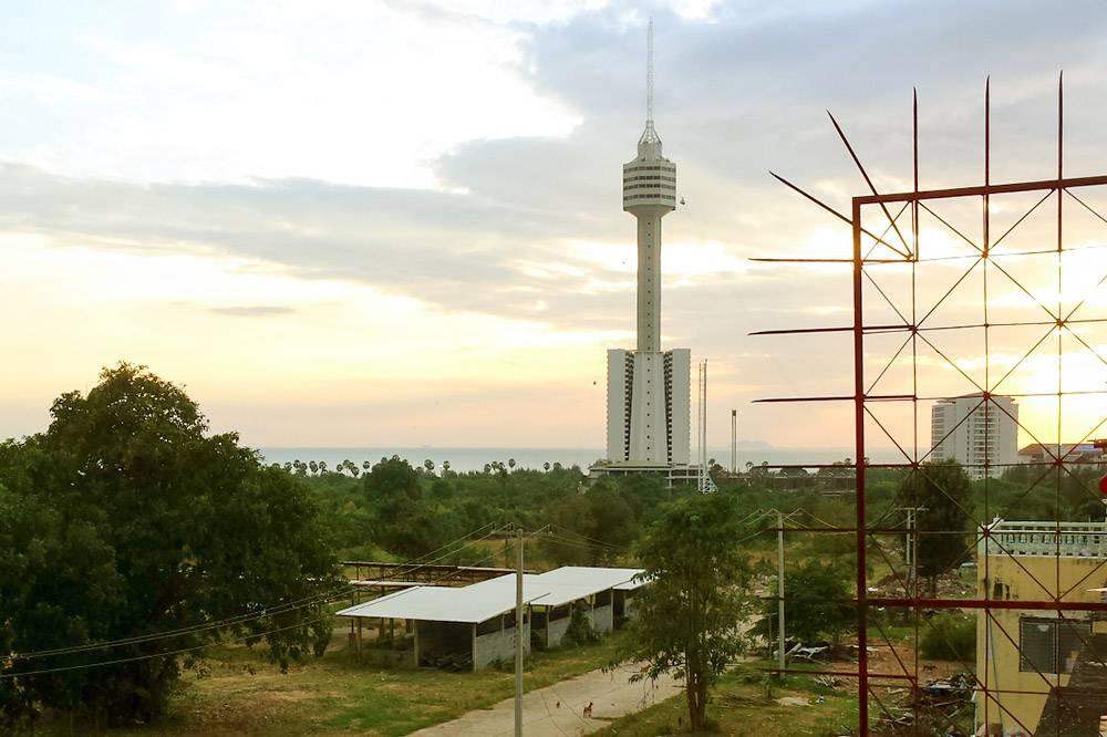 Вид из окна моего отеля в Паттайе