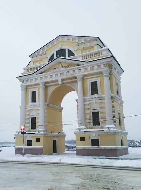 Так выглядят Московские ворота сейчас. Фото сделано примерно с того места, где находилась оригинальная арка