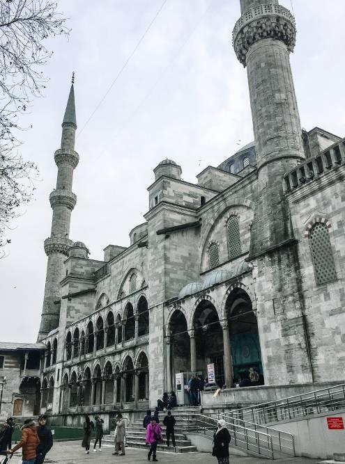 Понять, почему Султанахмет называется Голубой мечетью, можно только внутри