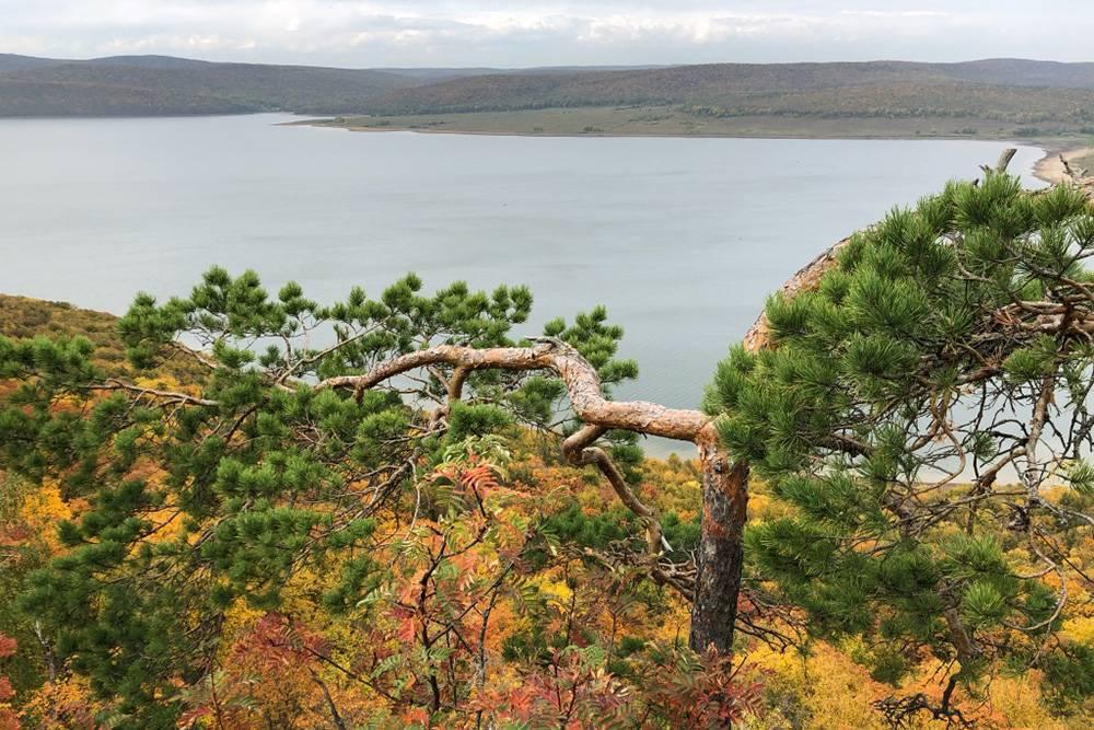 Мы любим путешествовать по Башкирии в середине сентября. На фото — вид с экотропы Бейек-Тау в национальном парке Башкирия