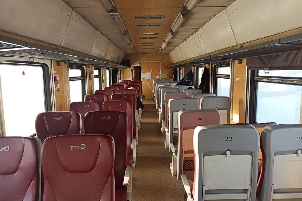 После Вологды почти все пассажиры вышли, и я спала на двух сиденьях