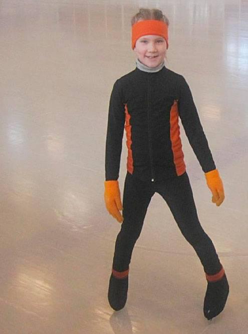 Термокостюм, повязка на голову и перчатки, чтобыне мерзнуть на тренировках. Фото: Ольга Бабикова