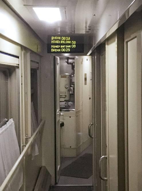 На всякий случай я сфотографировал табло в вагоне. Фото доказывало, что в 6:29 я еще был в поезде