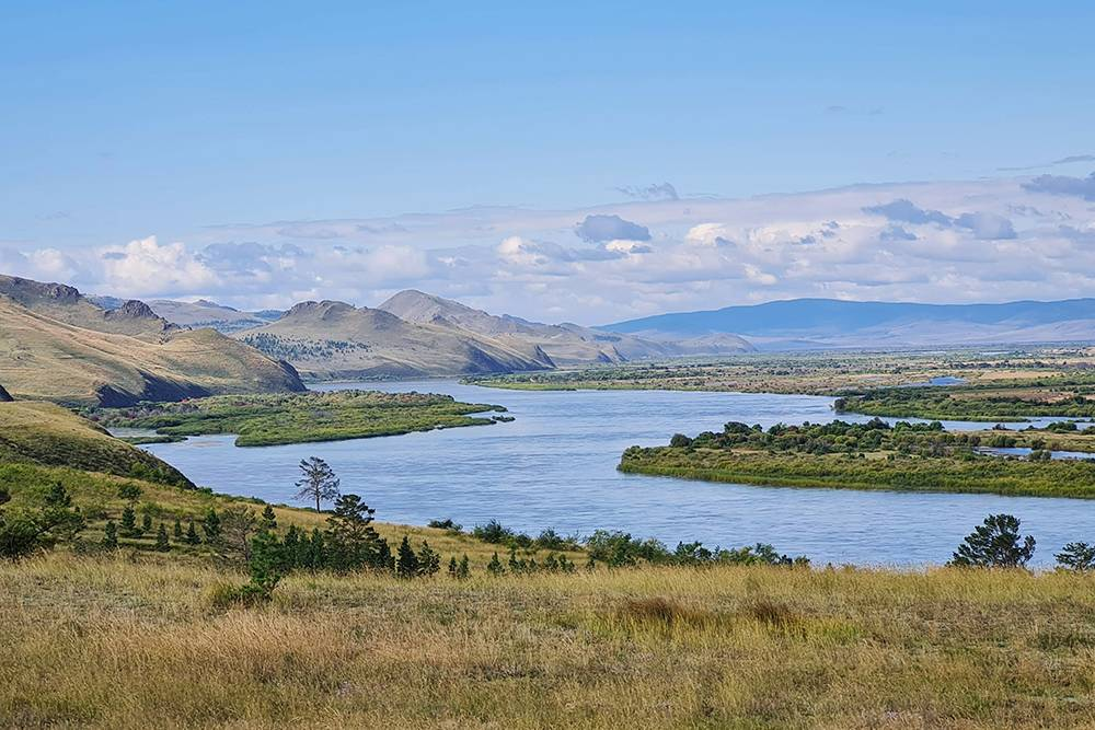 Дорога первые 100километров после Улан-Удэ радует красивыми пейзажами