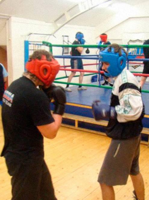 Отработка ударов в паре в зале бокса Александра Морозова, где я занимаюсь