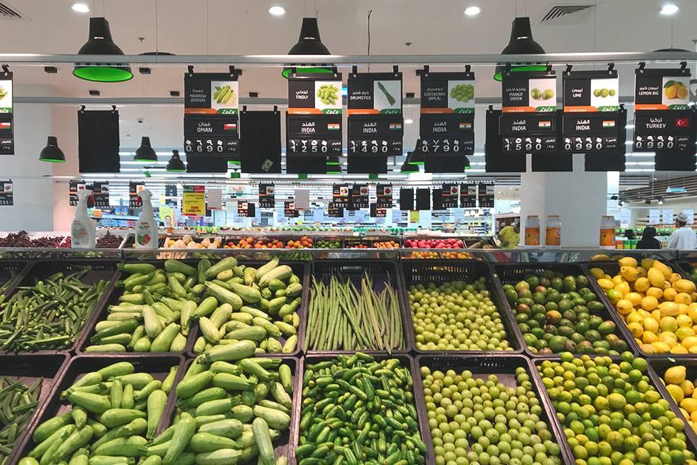Фрукты и овощи в супермаркетах Маската всегда свежие и сочные